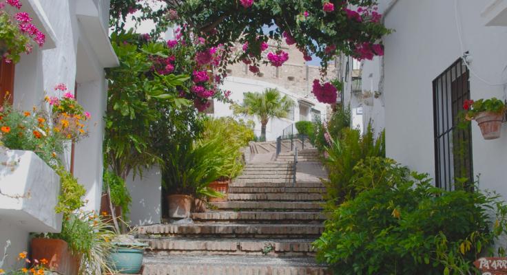 Walk through Salobreña up to the castle